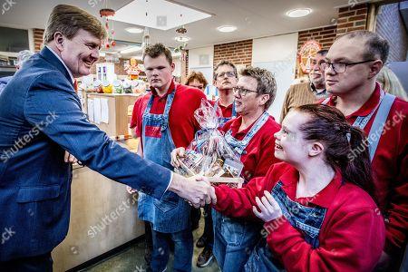 King Willem Alexander visits Vitaal Dorp, Everdingen