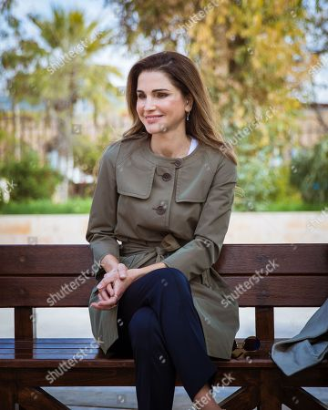 Queen Rania meets with 'I Learn initiative' team, Jerash